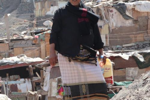 قيادي في اللجان المجتمعية بالمعلا يطالب رئيس الوزراء ومحافظ عدن صرف مستحقات متضرري السيول بالمديرية