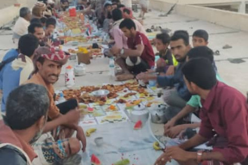 انتقالي جيشان يواصل توزيع وجبة إفطار الصائم الرمضانية لليوم الثالث على التوالي في مراكز المديرية
