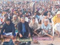 نائب رئيس انتقالي أبين يؤدي صلاة العيد مع جموع المواطنين بزنجبار